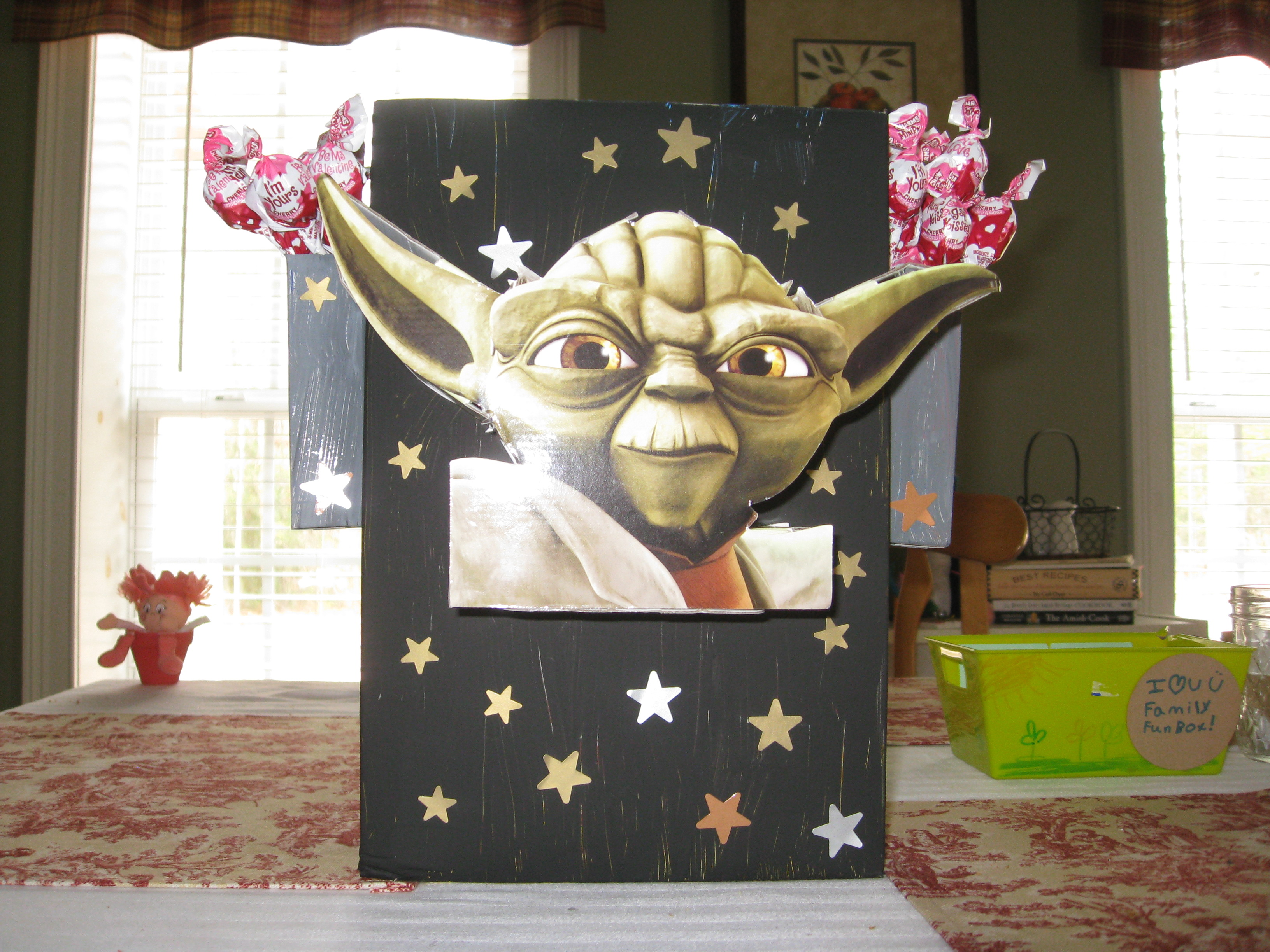 Star Wars Valentine Holder from a cereal box – Cereal Box Valentine Card Holder